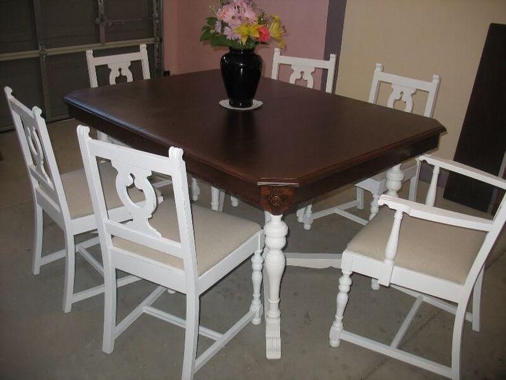 Set Meja Makan Bentuk Lengkung C-9RV terbuat dari material kayu jati dengan kombinasi 2 warna cat duco putih dan dark brown yang indah.