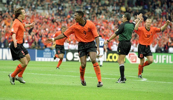 Patrick Kluivert (6 Tore): Bei der EM 2000 ballerte sich der Oranje-Angreifer zum Torschützenkönig. Ein Titel mit der Elftal blieb ihm in seiner glorreichen Karriere allerdings verwehrt