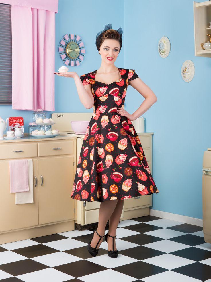 Lady Vintage RETRO DÁMSKÉ ŠATY Swing Black Cupcake Velikost: 40(UK12)  Šaty značky Lady Vintage se šijí ve Velké Británii jen z těch nejkvalitnějších materiálů. Šaty jsou v populárním retro stylu, který zvýrazní ženské křivky. Budete se cítit opravdu výjimečně. Hodí se na pracovní schůzky, do kanceláře, na pohovor, do města nebo všude tam, kde potřebujete udělat správný dojem a cítit se jedinečně. Skvělé budou i jen tak naprocházky, na dovolenou nebo jakoukoli party.