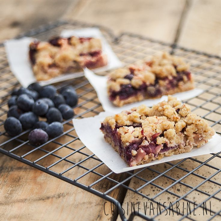 Bosbessen en appel crumble plaattaart | Blueberry and apple crumble pie