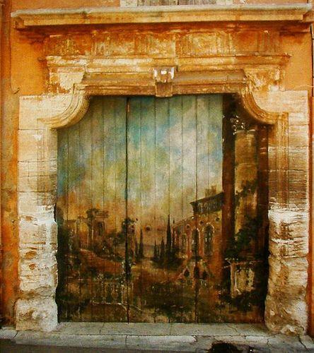 puerta pintada Roussillon, Provenza - Francia