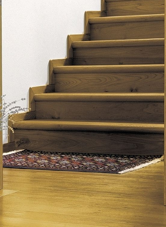 Robinia stairs covering