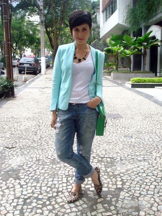 Ana veste: Look 1 T-shirt Zara - 5 euros Blazer H&M - 49,90 euros Cinto O Artífice - 20,00 Calça C&A - 49,90 Slipper Di Santinni que ganhei da mar