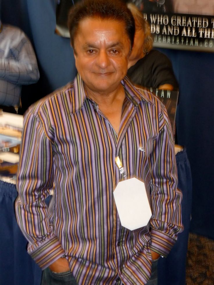 Deep Roy (n) at the Star Wars Celebration 2015. Roles and films include Star Trek Into Darkness (Keenser), Charlie and the Chocolate Factory (Oompa Loompa), Return to Oz (Tin Man), The NeverEnding Story (Teeny Weeny), Star Wars: Episode VI - Return of the Jedi (Droopy McCool) and an episode of The X-Files.