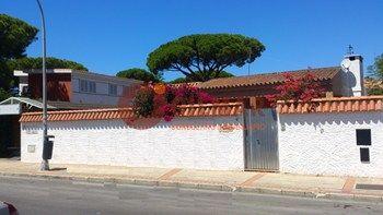 #Vivienda #Cadiz Chalet Independiente en venta en #ElPuertoDeSantaMaria zona puerto de santa maría #FelizMartes - Chalet Independiente en venta por 355.000€ , 4 habitaciones, 163 m², 2 baños, con piscina, garaje 1 plaza/s, calefacción a/a frio - calor
