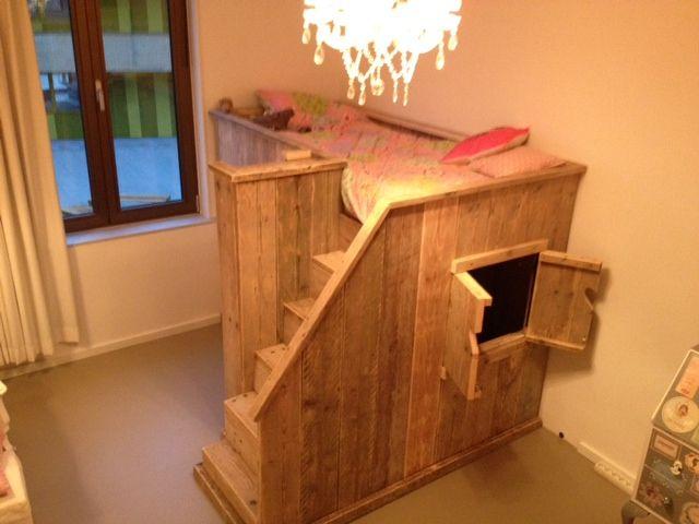 Steigerhout hoogslaper. Ook zo'n bed kan muramura.nl voor je maken!