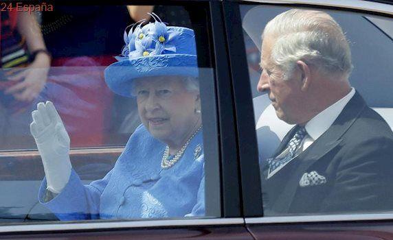 Denunciada la Reina Isabel II por no usar el cinturón de seguridad
