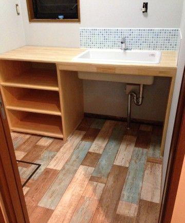アンティーク風クッションフロア&壁紙チェンジでおしゃれな洗面所に ... AFTER