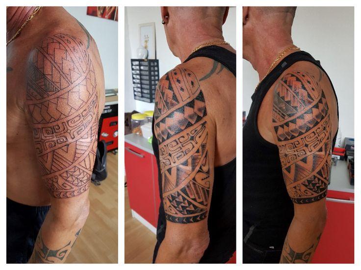 21 best mes tatouages images on pinterest polynesian tattoos tribal tattoos and album photos - Tatouage homme epaule tribal ...