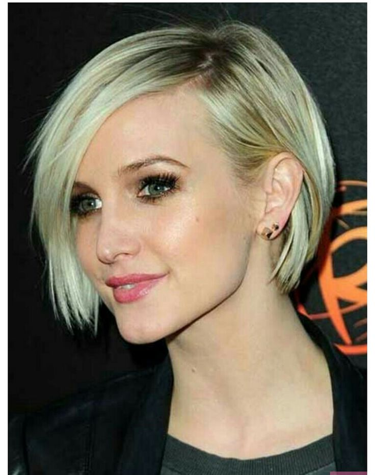 Ashlee Simpson short sleek blond hair