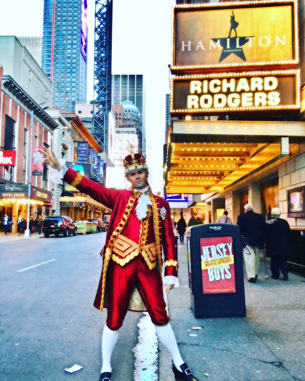 "lishashisha: "" ""@AndrewRannells That's it for this King at @hamiltonmusical. I've had the greatest time. (Photo cred: the beautiful @emmyraver ) "" """