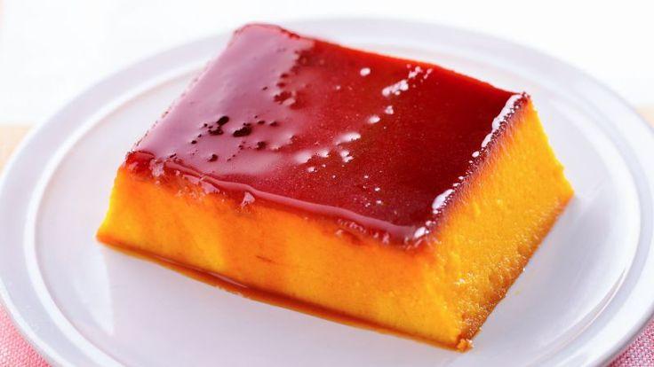 女性に人気のかぼちゃプリン。市販のかぼちゃペーストを使えば、とても手軽に作れます。カラメルソースは、濃い茶色になるまでじっくり加熱するのがコツ。独特のほろ... #ゼクシィキッチン #料理