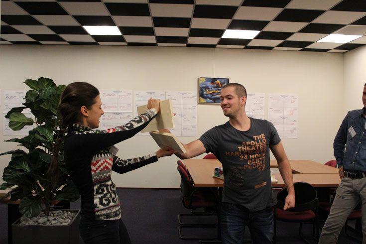 Tijdens de NOA-ondernemersopleiding leren de cursisten thematisch over ondernemersaspecten, die specifiek betrekking hebben op de afbouwsector. Natuurlijk wordt er ook theorie behandeld, maar wanneer mogelijk wordt er een creatieve invullen voor een leerweg gekozen.
