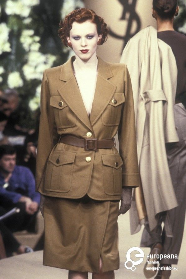 #YvesSaintLaurent, printemps été 1999, Haute Couture #Mode #lamodevintage http://www.la-mode-vintage.com/