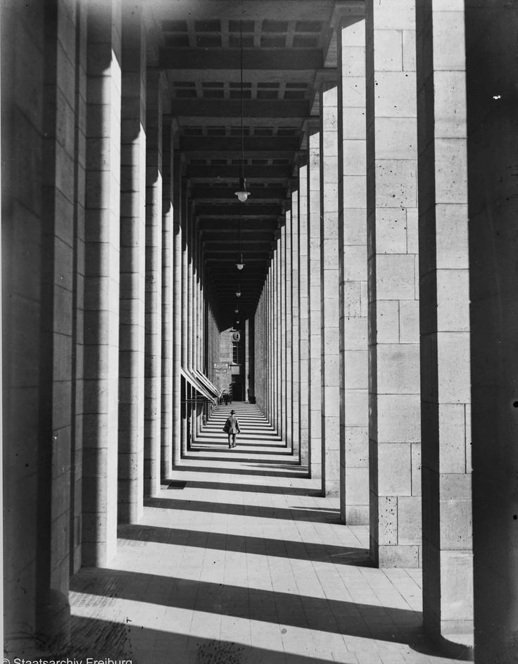 Gallery of the main station Stuttgart, 1928. Architect: Paul Bonatz. Photo: Willy Pragher. Landesarchiv Freiburg