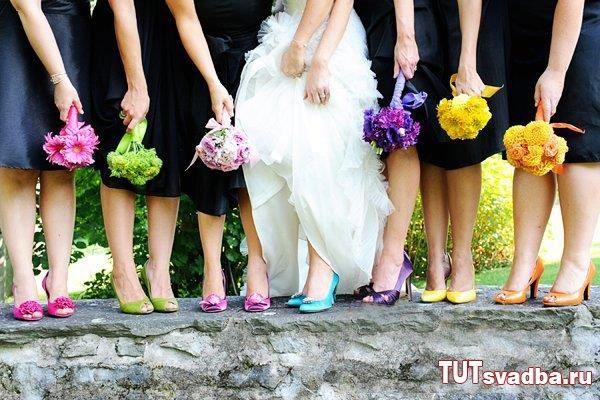 Яркие туфли к свадебному платью