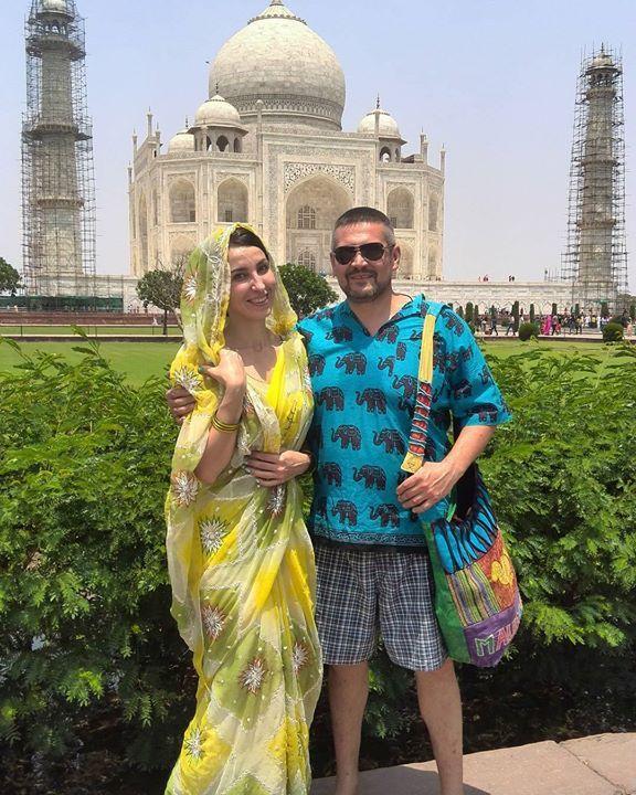 """by @olga_kareneeva #mytajmemory #IncredibleIndia #tajmahal """" - Вы ж сами говорите у мужа другая женщина. У вас другой мужчина. Где ж тут семья? - Ну и что? По паспорту-то мы  все еще женаты! Значит семья.... """" Будь настоящим цени настоящее а настоящее то что ты чувствуешь всё остальное чужая реальность. #простомысли #главноелюбовь #главноечувства #будьтечестны #искренность #ольга_каренеева #психолог #сексолог #таджмахал #индия"""