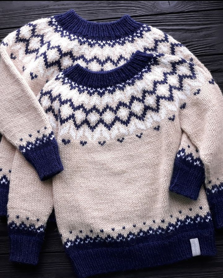 Доброго воскресного вечера😗😗😗 Со среды в Украине ожидаются холода! Все уже готовы к зиме? Напомню, что в наличии есть свитер для мальчишки 2-3 лет, связан из шерсти с альпакой Lima от Drops. Невероятно теплый! И что самое классное - ребенок в нем не потеет, как бы активно ни двигался! Проверено на собственной дочке😊 Детали о свитере можете почитать по тегу #михайлова_вналичии Листайте второе фото - на нем комбезик для крошки 3-6 месяцев. Связан из 100% итальянского мериноса. Какой же он…
