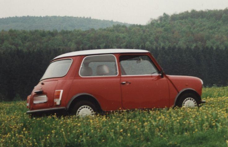 Oh wie klein, der frühere MINI vor BMW-Zeiten. Mit seiner Go-Cart-ähnlichen Straßen-/ Kurvenlage sorgte er für jede Menge Fahrspaß. Vielen gilt er als Kultauto. (Foto: jw)