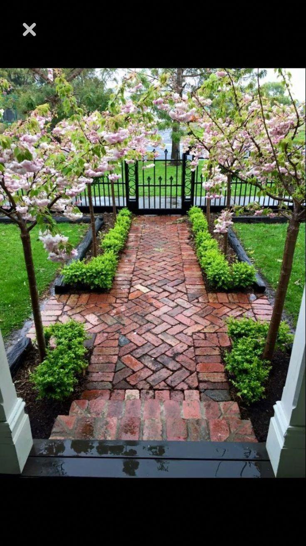 This Photo Most Certainly Is An Inspirational And Remarkable Idea Brickpathways In 2020 Ziegelsteine Garten Design Gartengestaltung