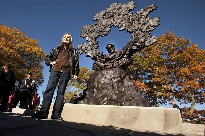 Gordon Lightfoot honoured with 'super special' statue