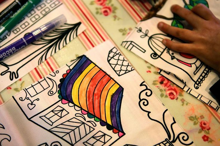 Colour and Make a Bag Party - Children colour in the fabric and are then guided on the sewing machine to make a lined bag. info@letsmakeart.co.uk