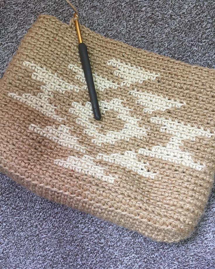 いいね!76件、コメント6件 ― yokoさん(@yoko.ai.924)のInstagramアカウント: 「麻紐でネイティヴ柄 途中経過 #crochet #ネイティヴ柄 #かぎあみ#かぎあみ初心者 #かぎ針編み#かぎ針編み初心者 #麻紐#麻紐bag #麻紐バッグ #あさひも #あさひもバッグ…」