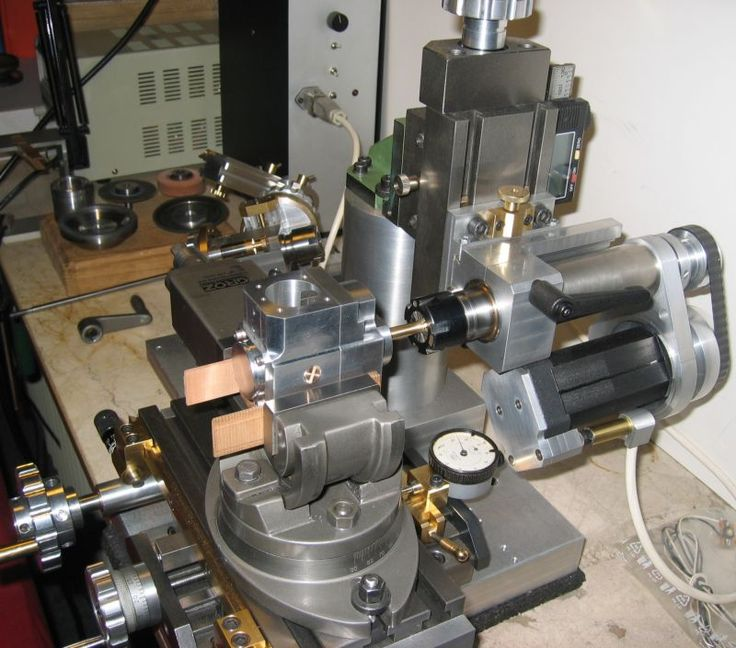 Milling part of the small four-stroke engine with sleeve valve control. Check out the custom made milling machine.