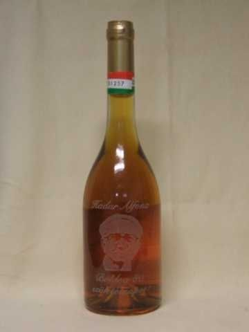 Nem csak poharat gravíroztathatunk, hanem üveget is!  http://www.xfer.hu/hu/uveg-gravirozas