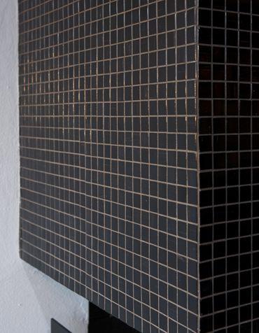 Black tiled fireplace. Interior architecture | Ramsoskar