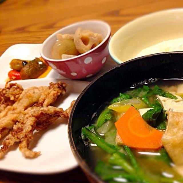 せせりの唐揚げ 野菜たっぷり味噌汁 煮物 パプリカのナムル - 2件のもぐもぐ - 今日のご飯 by ピクミン