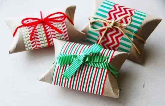 petite boite cadeau faite maison rouleau papier toilette, Créez cette jolie petite boite en pliant les côtés du rouleau. Vous pouvez y placer un petit cadeau et emballer.  Découvrez l'astuce ici : http://www.comment-economiser.fr