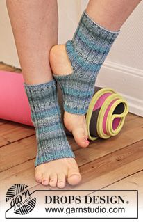 """Hatha - Knitted DROPS yoga socks in """"Fabel"""". Size S - XL. - Free pattern by DROPS Design"""