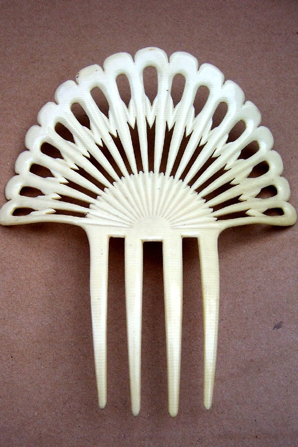 Vintage hair comb French ivory Spanish style hair accessory