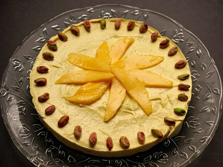"""Mango and rose water """"cheesecake"""", raw made with cashews and dates"""