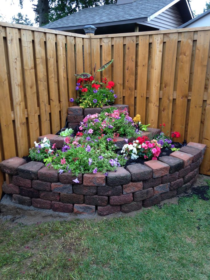 Corner rockery garden flowers memory garden cosas for Backyard corner ideas