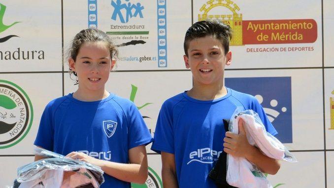 Los jovencísimos deportistas de El Perú Cáceres Wellness Sonia Ramos y Marco Rufo, han sido designados mejores nadadores de Extremadura en categoría benjamín.