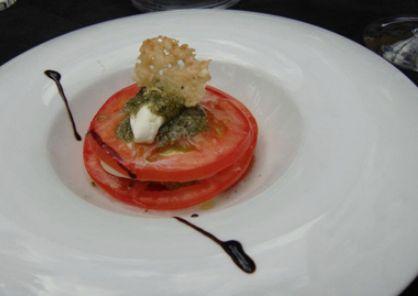 Las tapas, así como sus platos tienen mucho éxito. Destacan por su calidad y presentación.