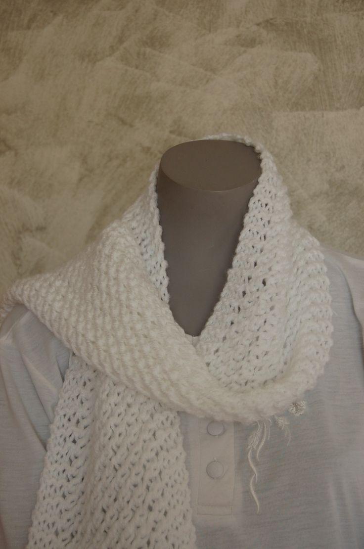 Echarpe blanche tricotée main au point turc : Echarpe, foulard, cravate par l-b-creamain