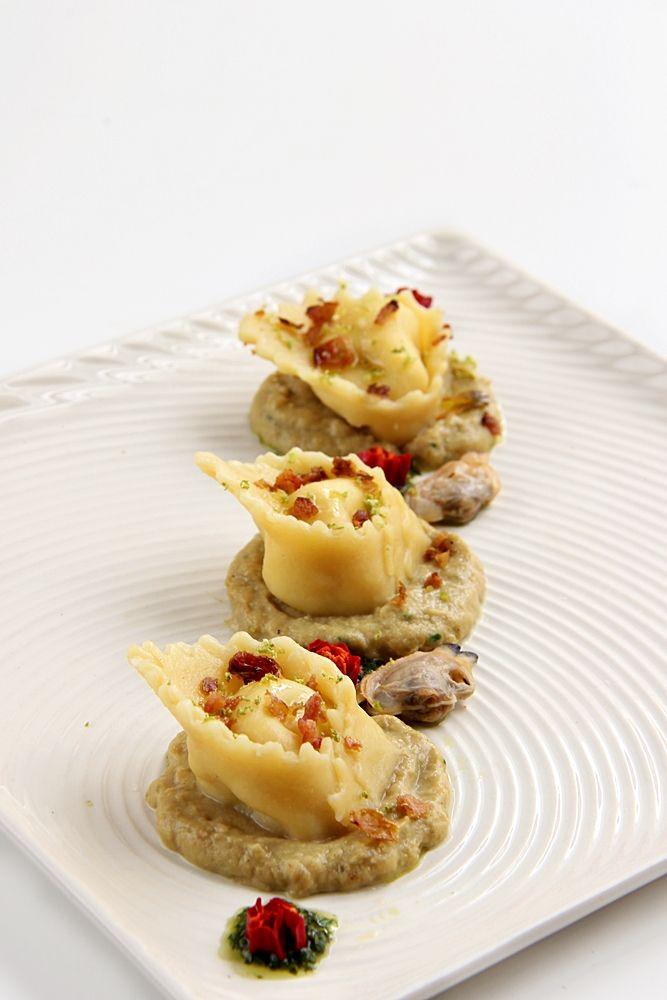 cappellacci di ricciola e lime con salsa di vongole