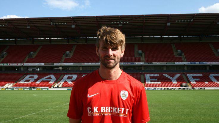 Paddy McCourt signing