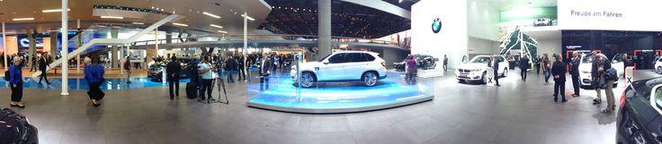 BMW udstillingen var, vanen tro, blandt de flotteste. Lige som hos Audi var der et urbant (storby) tema, hvor selvfølgelig især elbilerne i8 og i3 var i fokus