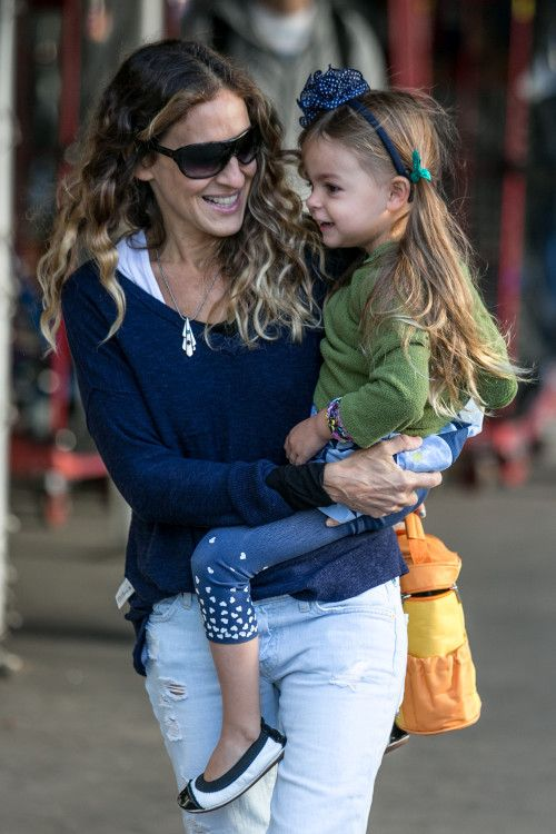 Sarah Jessica Parker takes the girls Tabitha and Marion to school