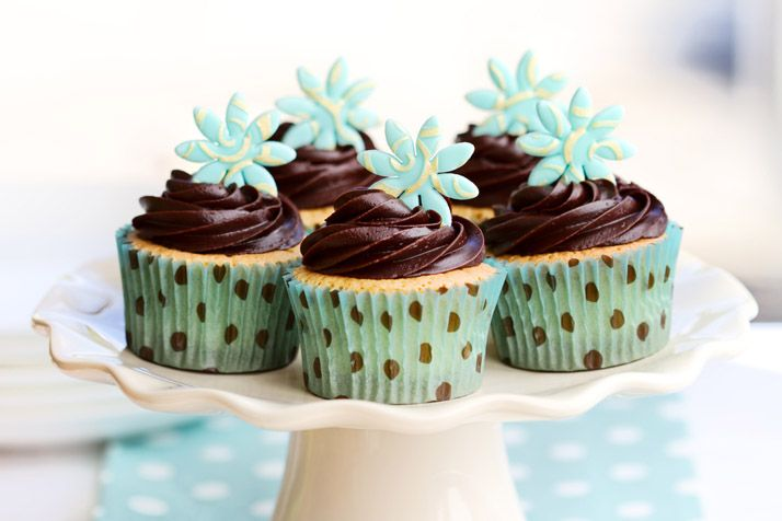 Tiffany blue Easter cupcakes. – Petits gâteaux de Pâques bleu Tiffany.