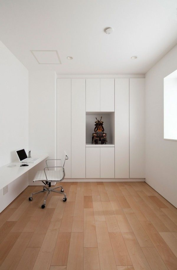 Work Space from White Modern Interior Design by RCK Design in Tokyo 600x913 White Modern Interior Design by RCK Design in Tokyo