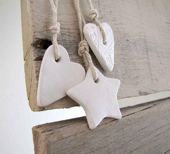 DIY: eenvoudige hangers van klei.