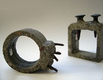 kathleen hennemann - beton - http://www.khxx.com/index_flash.html  (jewelry with nails)