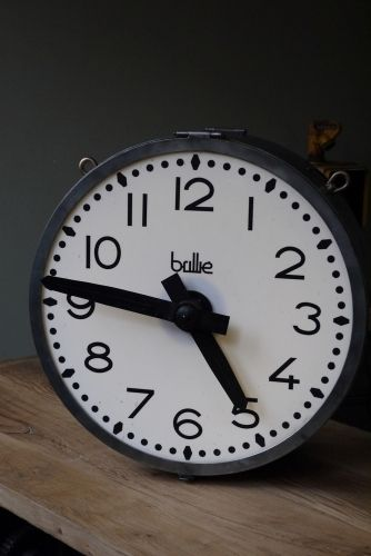 les 25 meilleures id es de la cat gorie horloge de gare sur pinterest horloge murale rouge. Black Bedroom Furniture Sets. Home Design Ideas