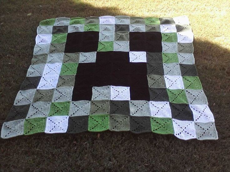 Crochet Creeper Blanket Pattern: Ok so you wanna make a Creeper Blanket alright cool. You wanna remake mine exactly still cool, but feel free to change it to however it suits you The Reference I used...