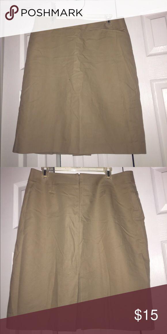 Semantiks khaki pencil skirt Semantiks khaki pencil skirt with 2 front pockets and a slit in back Semantiks Skirts Pencil